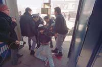 de junio de 2002, Santillán era arrastrado, herido, por los policías