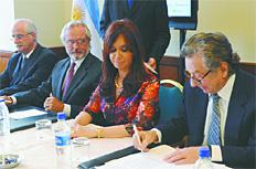 CFK con Macri en Perú