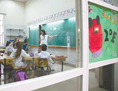 Construir en el país como mil escuelas