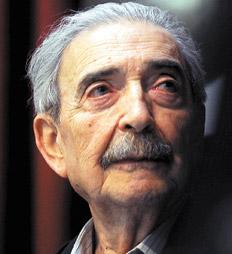 Juan Gelman habla del acto en Uruguay