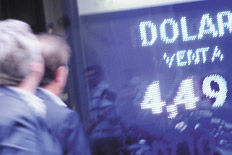 El regimen de compra de divisas para viajar al exterior