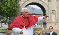 http://www.pagina12.com.ar/fotos/20090726/notas/papa_xvi.jpg