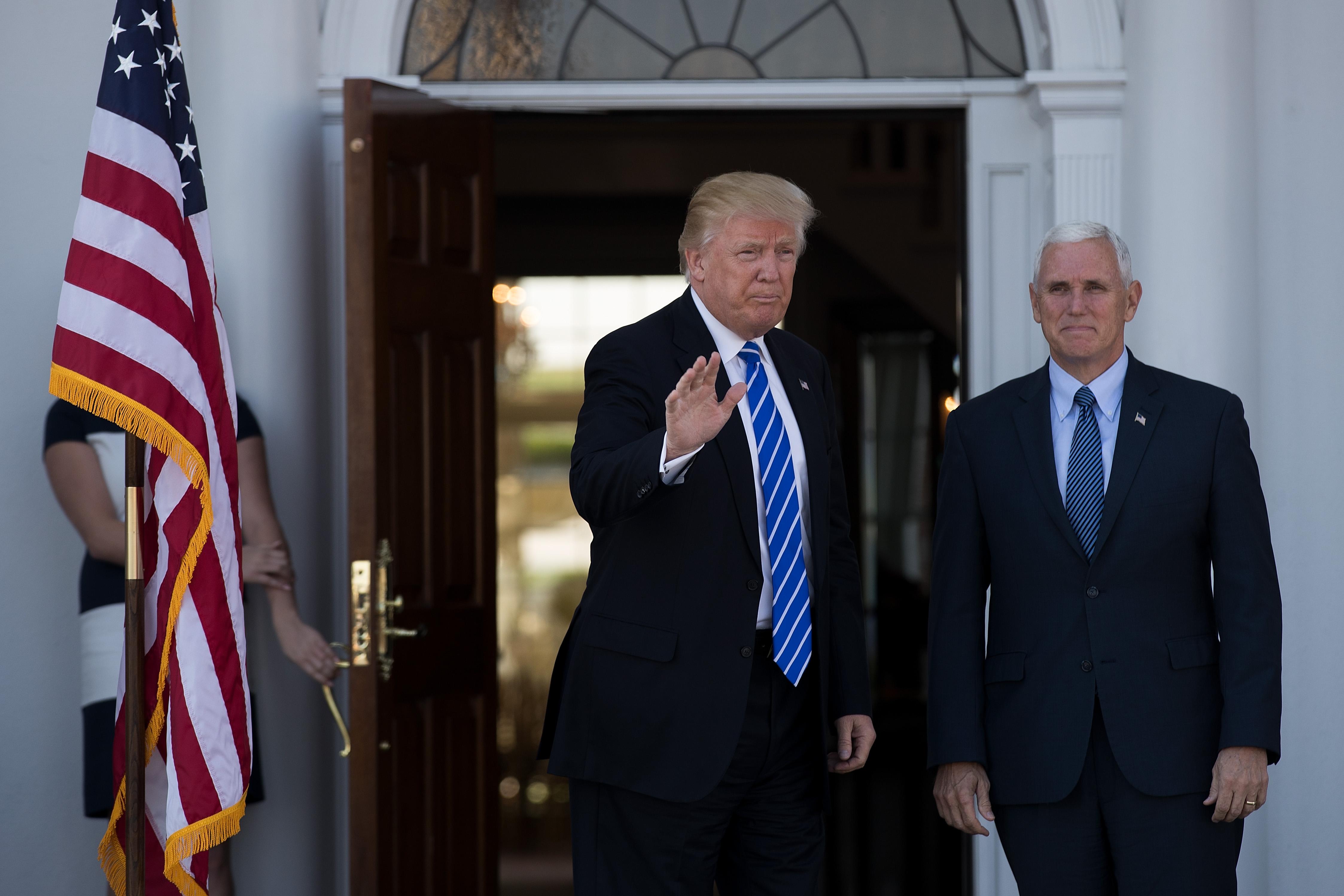 Al advertir la presencia de Pence, los actores leyeron un comunicado contra las políticas de Trump. (Fuente: AFP)