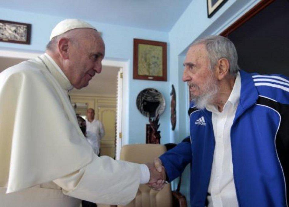 Francisco estuvo con Fidel Castro en septiembre del año pasado durante su visita a Cuba. (Fuente: Télam)