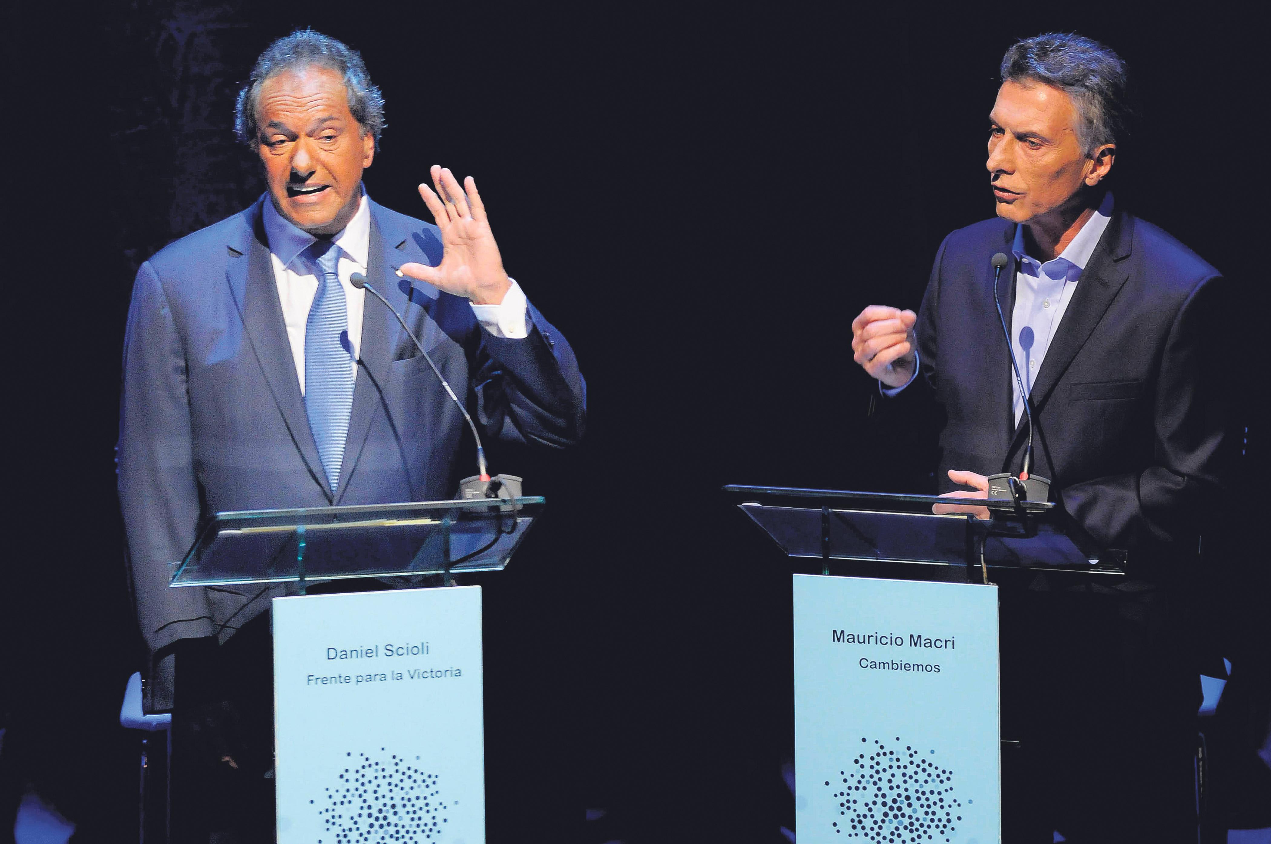 """""""Estás haciendo de vocero de lo que yo haría que no voy a hacer, ¿no?, de cosas horribles"""", le dijo Macri a Scioli. (Fuente: DyN)"""