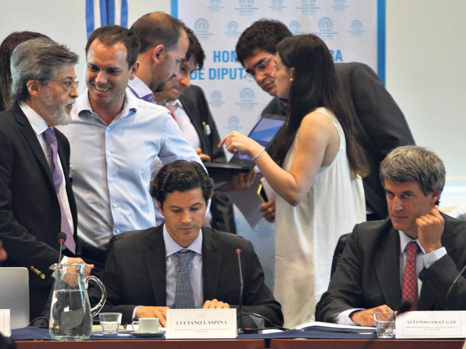 Prat-Gay fue a Diputados, junto a Alberto Abad (Afip), para defender el proyecto oficial.  (Fuente: DyN)