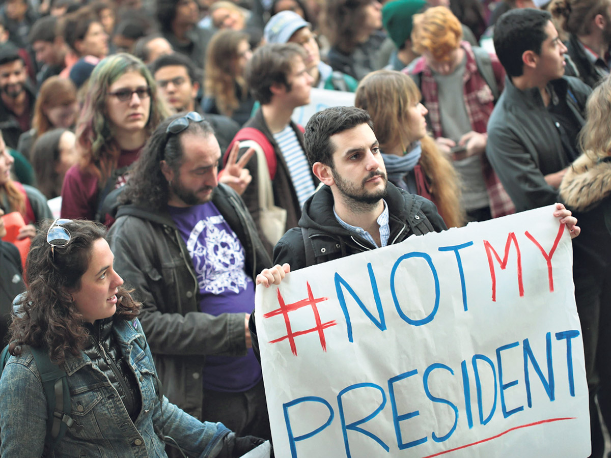 """Estudiantes de la Universidad de Chicago, ubicada en una de las """"ciudades santuario"""" de Estados Unidos, protestan contra la elección de Trump. (Fuente: AFP)"""
