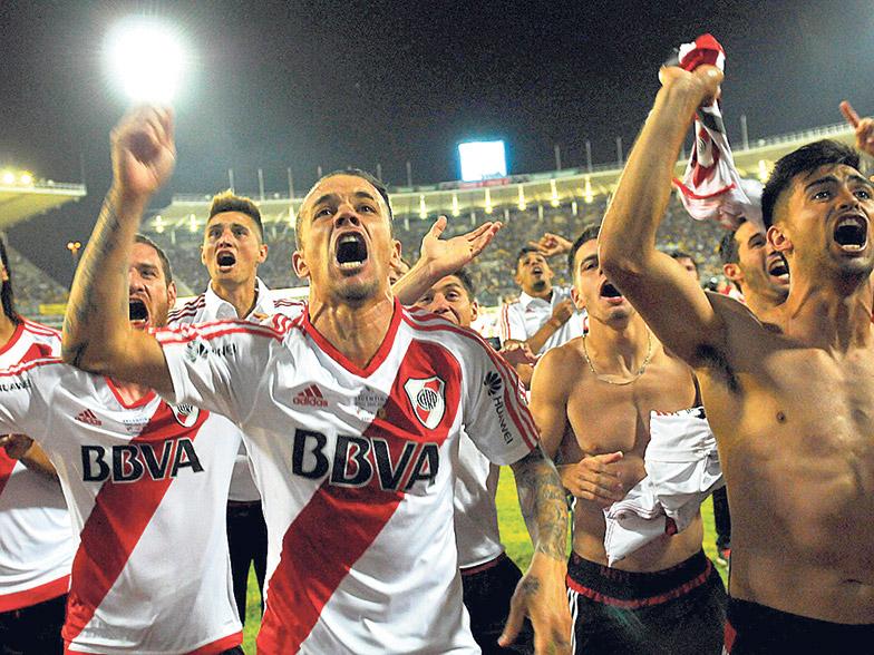 Los jugadores de River festejan la obtención de la Copa Argentina, la única que faltaba en las vitrinas del club.