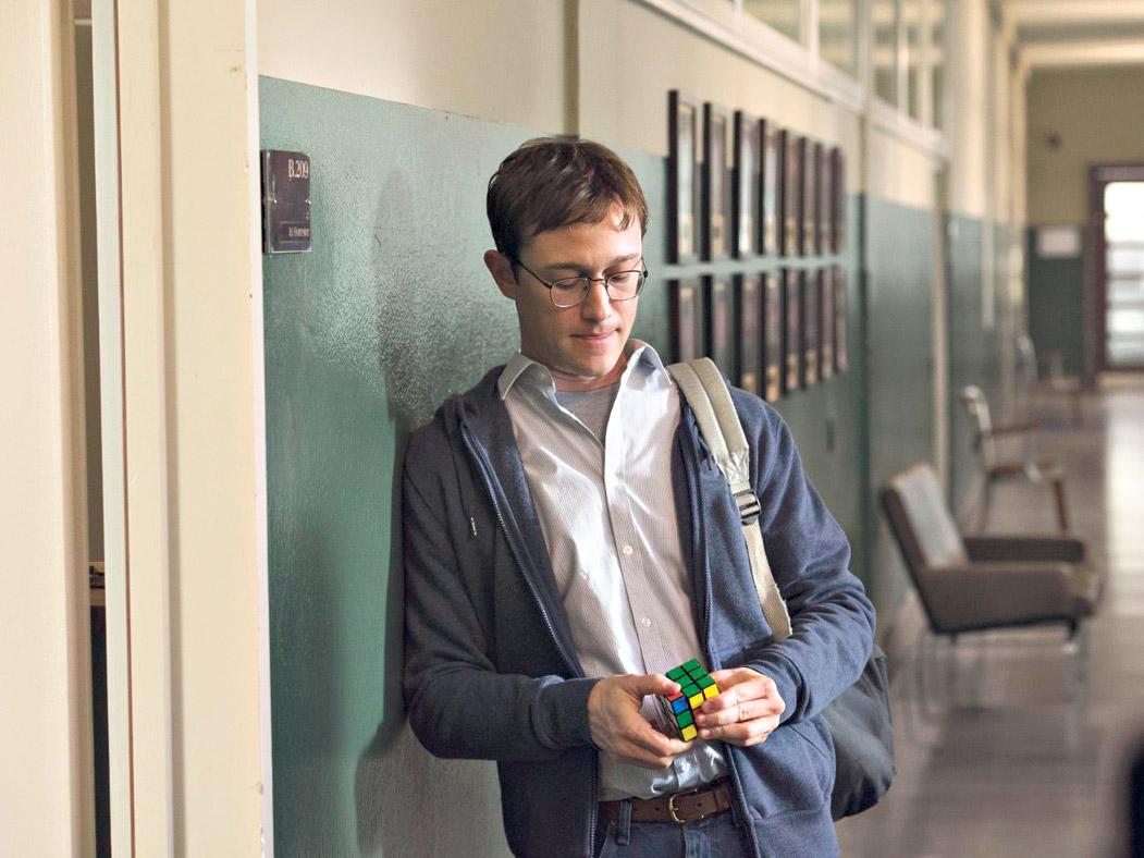 Joseph Gordon-Levitt encarna a Edward Snowden, el espía que decidió dejar de serlo.
