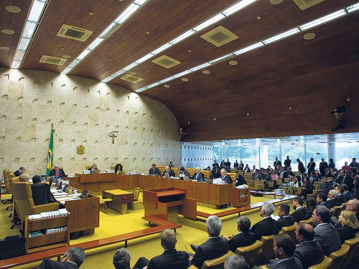 Resiste Calheiros la embestida de la Corte